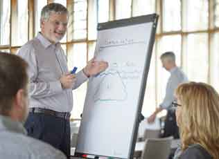 Image: Workshop - A trainer stands by the flipchart
